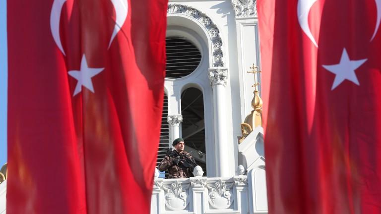 Турция удължи извънредното положение