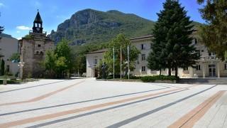 Затварят общината във Враца заради външен посетител с COVID-19