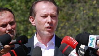 Искат оставката на премиера на Румъния след уволнение на министър