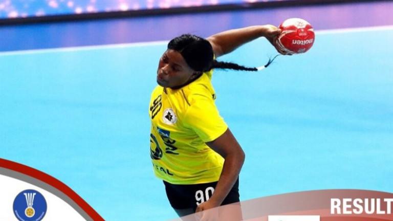 Хандбалистките на Ангола победиха Словения с 33-24 в мач от