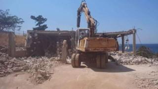 В района на Атина разрушават незаконни къщи