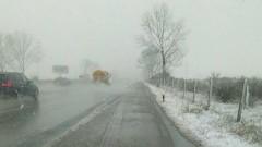 130 снегорина чистят пътищата в девет области