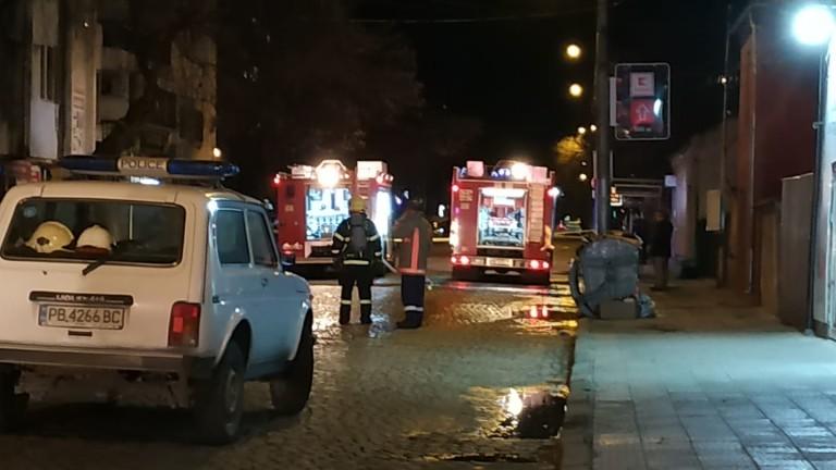 Пожар избухна в магазин за пиротехника в Пловдив.Магазинът се намира