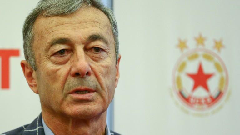 Изпълнителният директор на ЦСКА Пламен Марков говори пред медиите по