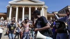 Полицията в ЮАР използва гумени патрони и гранати на студентски протест