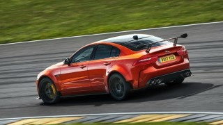 Jaguar стана най-бързата кола с четири врати на Нюрбургринг (ВИДЕО)