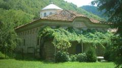 Килифаревският манастир е застрашен от рухване
