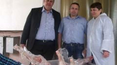 Дариха два тона контрабандно агнешко месо на домове за деца и стари хора