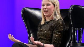 Защо бившият шеф на Yahoo се връща там, откъдето започва кариерата си през 1999-а?