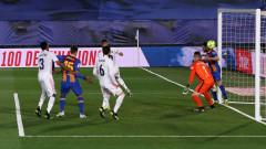 Реал (Мадрид) триумфира в Ел Класико и поведе в класирането, макар и временно