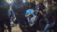 """""""Шокиращи"""" сблъсъци в центъра на Париж при прочистването на лагер с мигранти"""