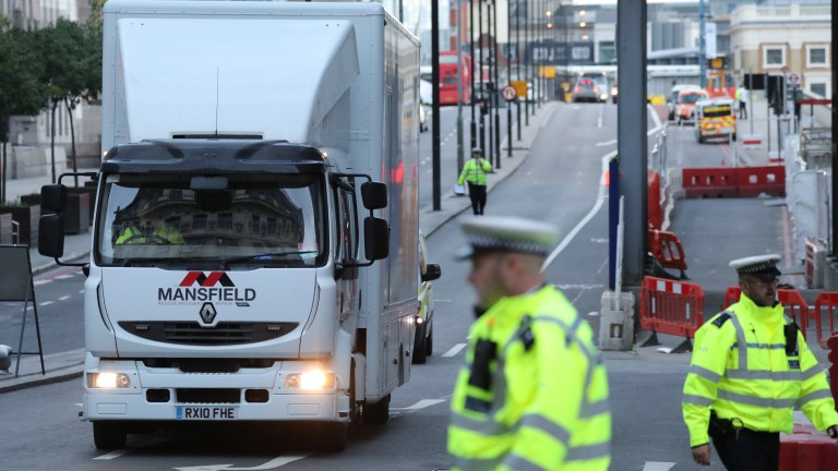 Арести в Лондон и Манчестър