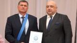 """Министър Кралев връчи """"Венец на победителя"""" на Добромир Карамаринов"""