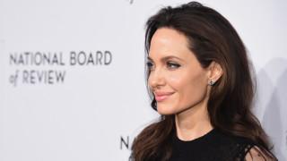 """""""Нечестива"""" жена ли е Анджелина Джоли"""