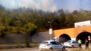 """Затвориха магистрала """"Струма"""" заради нов горски пожар над Дупница"""