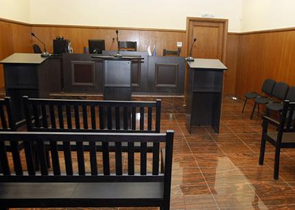 Арестант плаче в спецсъда, не трогва съдията