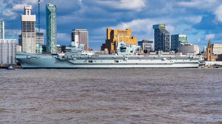 Ремонтират най-новия британски самолетоносач заради наводнено машинно отделение