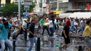 Турската полиция отново разгони протестиращите със сълзотворен газ