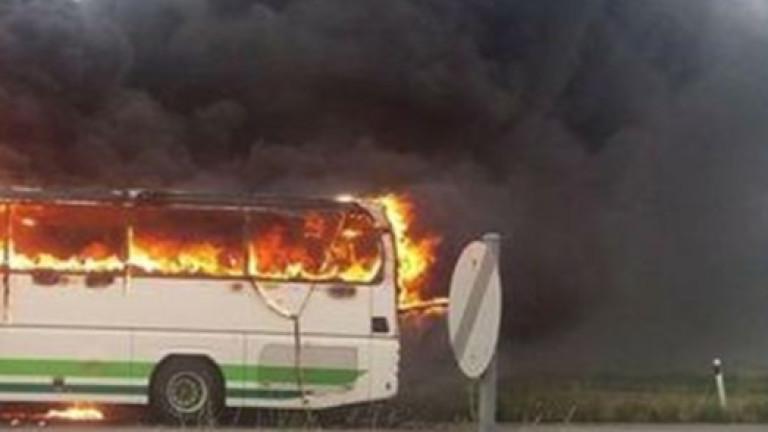 Изгорял автобус ограничи движението на пътя Русе- Бяла