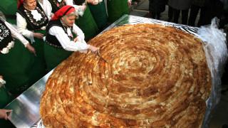 10-метрова баница сплотява село в Родопите