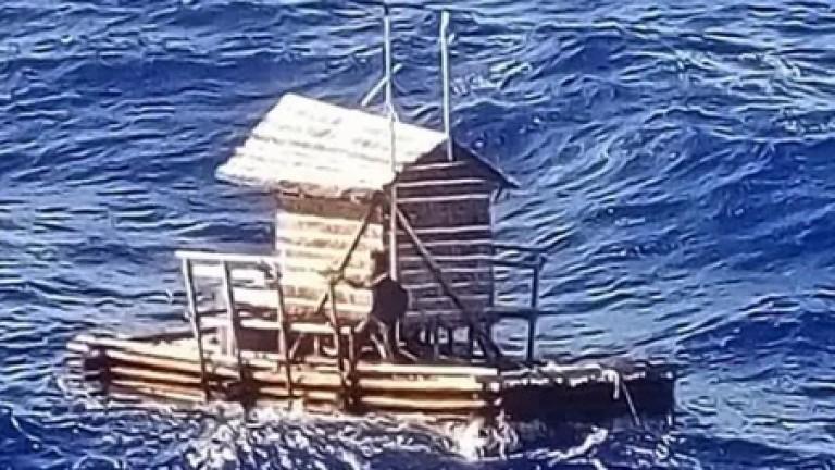 Индонезиец оцеля 49 дни в Тихия океан на рибарски сал