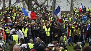 """""""Жълтите жилетки"""" във Франция протестират за 16-и пореден уикенд"""