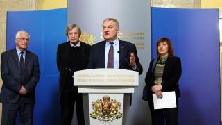 Румен Петков настоя пред Борисов за промени в отношенията със Северна Македония