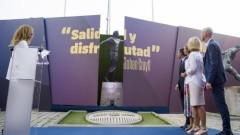 "Барселона постави статуя на Йохан Кройф пред ""Камп Ноу"""