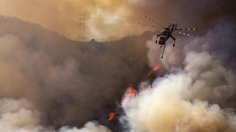 Влошава се ситуацията в Калифорния, борбата с пожарите продължава