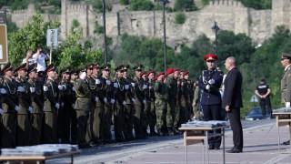 Румен Радев: Офицерските пагони са отговорност