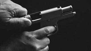 Рецидивист стреля с пистолет, за да отнеме 90 лв. от пенсионер в Лакатник