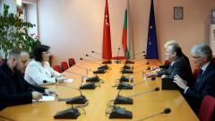 Посланикът на САЩ поискал среща с Нинова