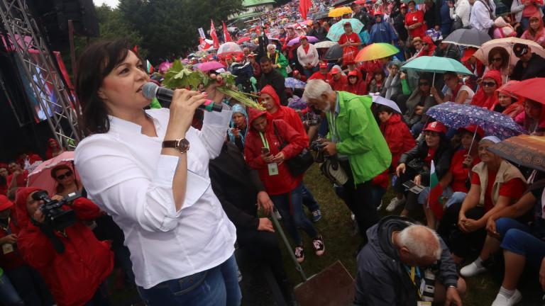 Нинова пита Валентин Радев за провален контрол на движението към Бузлуджа