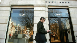 Слабото търсене в САЩ и Китай удари една от най-луксозните модни марки