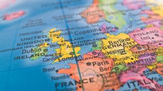 Икономиката на ЕС се представя така добре, че и политическите проблеми не могат да я спрат