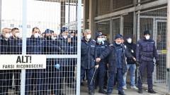 Бунтове в затворите в Италия заради новите мерки срещу коронавируса