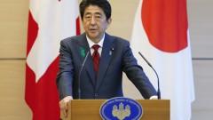 Скандали клатят стола на премиера на Япония