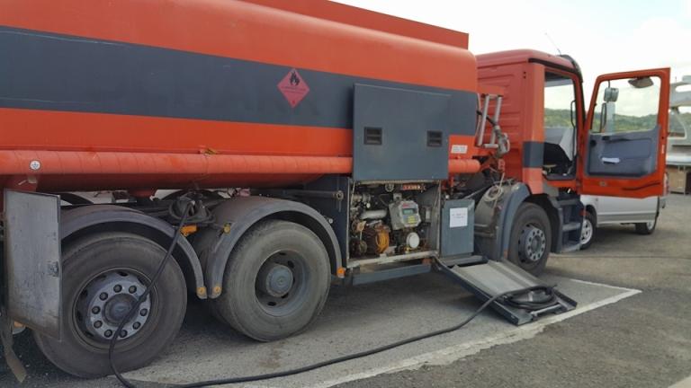 700 л гориво откраднаха от два камиона в Омуртаг