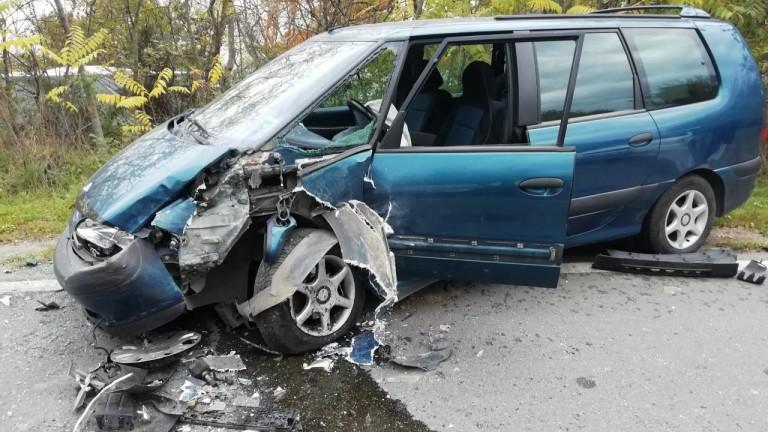 Катастрофа на пътя Варна-Добрич прати трима души в болница