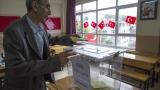 Турците гласуват на съдбовни избори