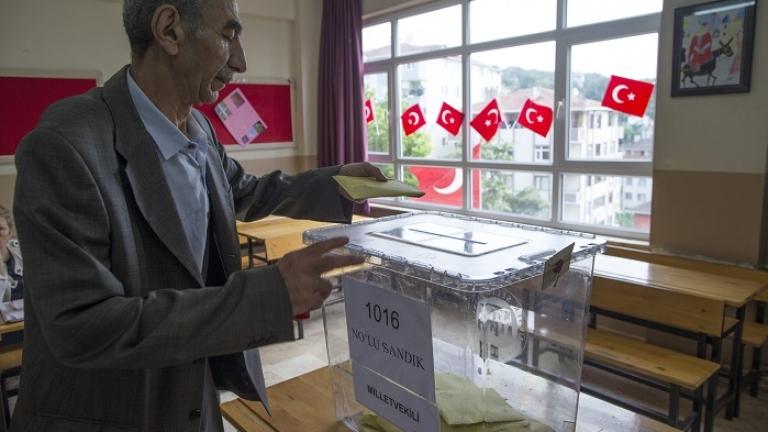 """ВМРО, НФСБ и """"Атака"""" искат спиране на изборите в Турция"""