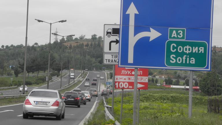 Президентът мисли за вето върху Изборния кодекс;  Засилен трафик по основните пътища в цялата страна, няма сериозни катастрофи