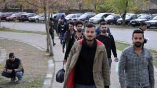 Заловиха 31 нелегални мигранти край Бургас