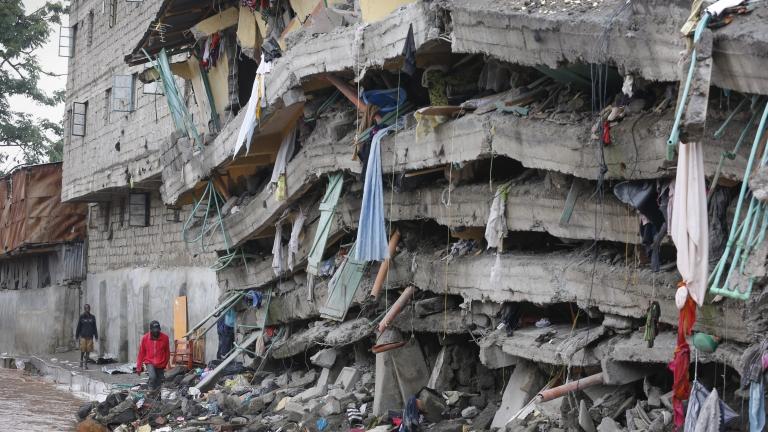 Момиченце спасено 4 дни след рухването на сградата в Кения