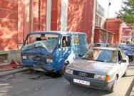Трима загинали и двама с опасност за живота след катастрофи