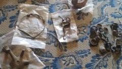 Хванаха 31-годишен с ценни исторически предмети и 5 корена канабис