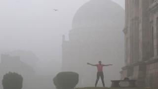 """Затвориха училищата в Делхи заради """"непоносим"""" смог"""