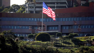 САЩ наредиха на целия си неважен персонал във Венецуела да бяга