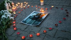 Протестни шествия и бдения в памет на убитата журналистка Виктория Маринова
