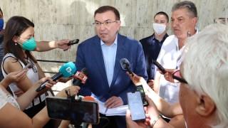 Здравният министър готов за диалог с протестиращите медсестри